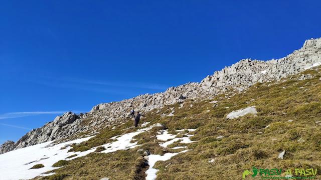 Llegando a la cima de la Peña del Viento