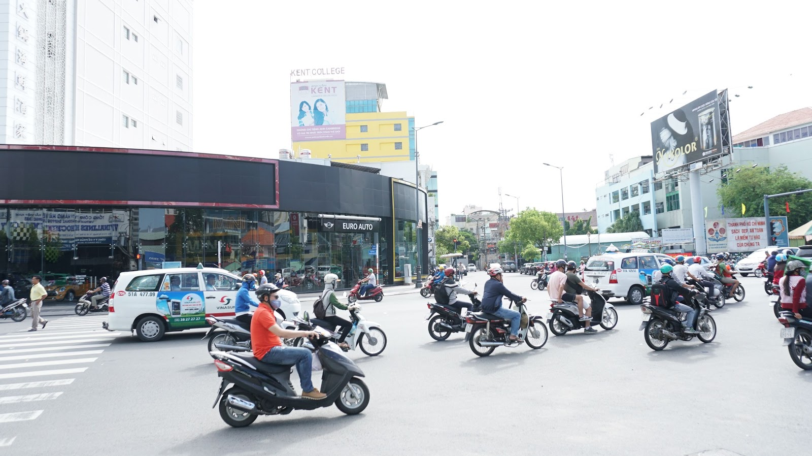 Showroom Mini nằm trên tuyến đường sầm uất và trục xương sống của Sài Gòn