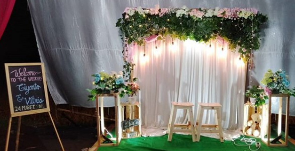 Ide Model Backdrop Photobooth Pernikahan Unik