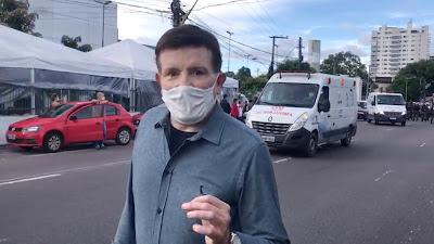 Cabrini em frente a um hospital de Manaus/ Divulgação Record TV