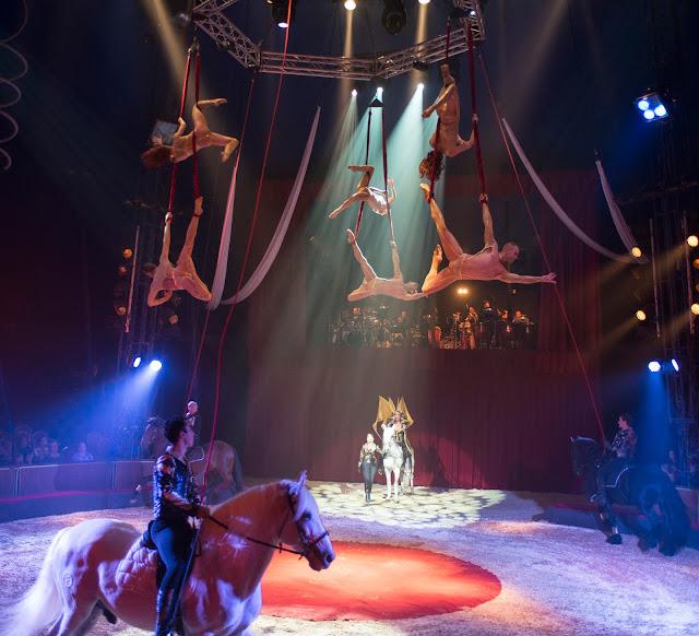 cirque alexis gruss Paris 16eme pegase icare spectacle chevaux ecuyer acrobates farfadais, photo jacques gavard