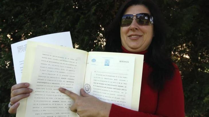 Mujer española afirma que es la única dueña del Sol y quiere cobrarnos a todos por su uso