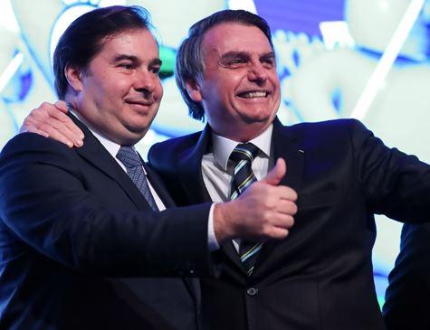 Por reforma na Previdência, Bolsonaro reabre canal de diálogo com Maia