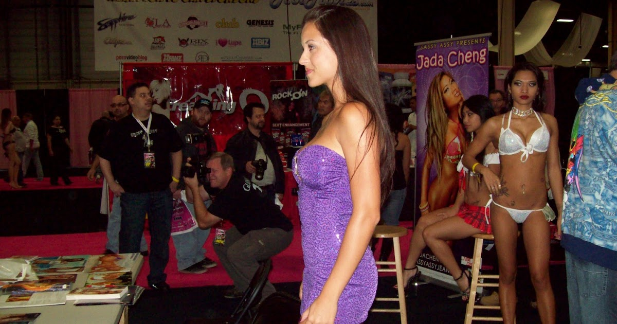Exxxotica expo 2011 - 2 part 4