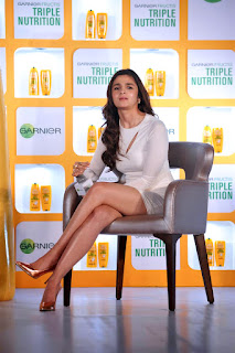 alia bhatt white dress at fructis launch 12