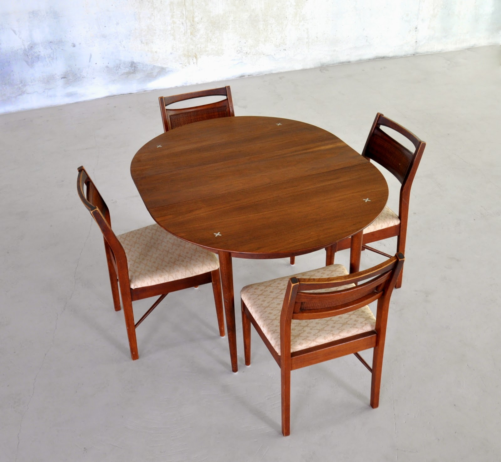 american of martinsville dining room set | SELECT MODERN: American of Martinsville Expandable Dining ...