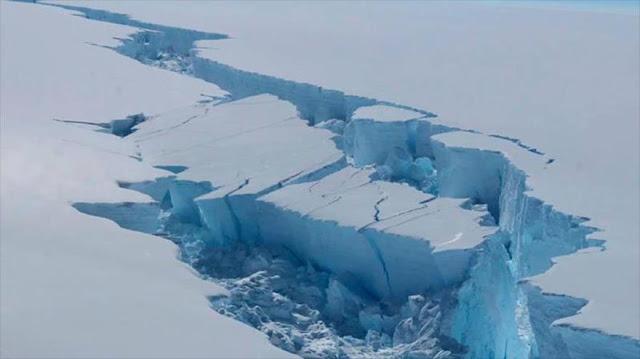 NASA capta imagen térmica de enorme iceberg en la Antártida