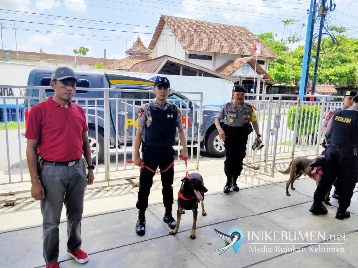 Jelang Perayaan Natal, Polres Kebumen Libatkan Anjing Pelacak untuk Sterilkan Gereja
