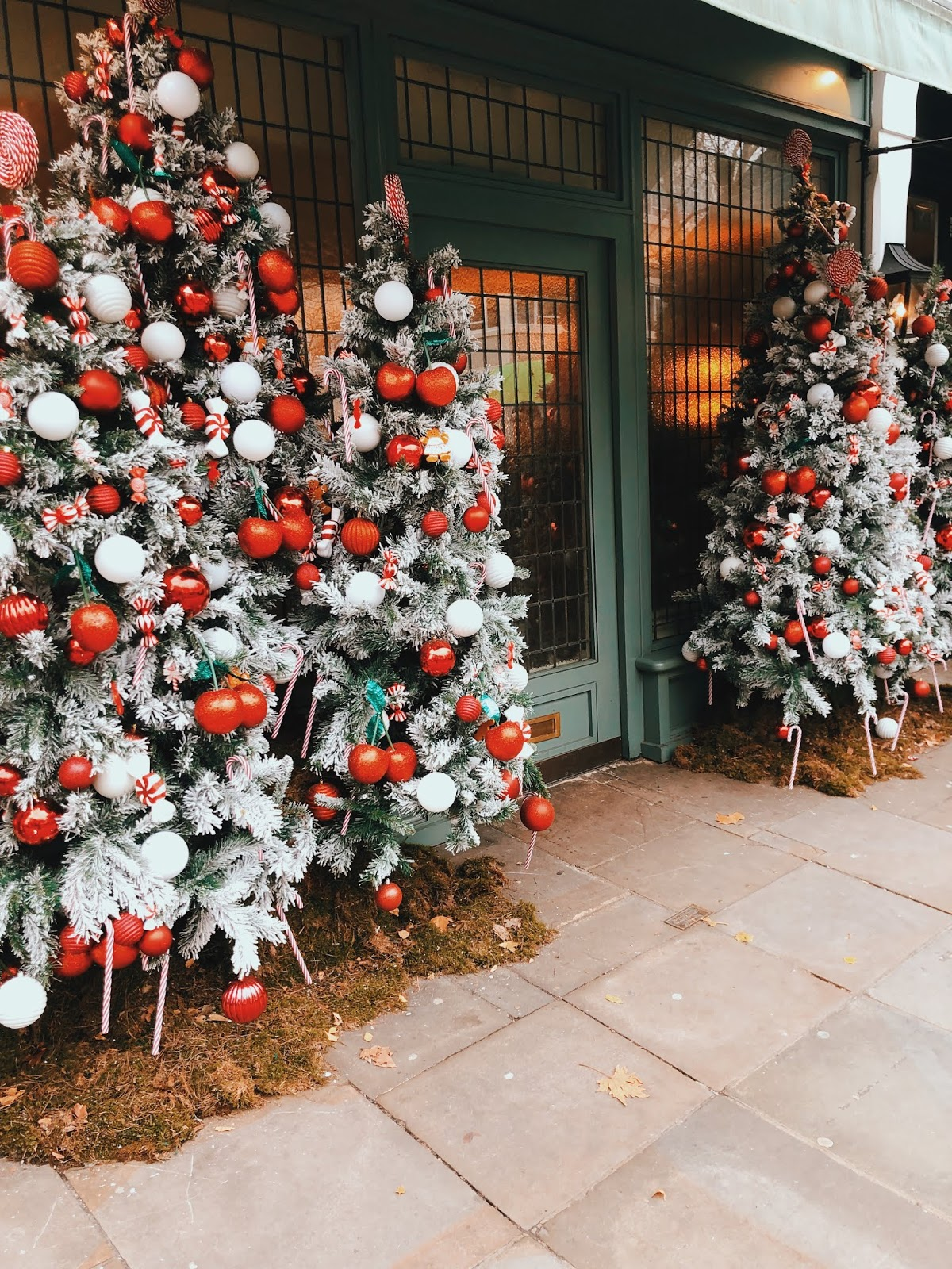 christmas in london, christmas decoration in london, christmas 2018, christmas decoration london 2018, indian blogger, london blogger, ivy chelsea garden, ivy chelsea christmas, chelsea christmas decoration