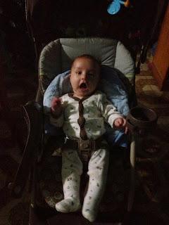 Fabian en la silla del carro