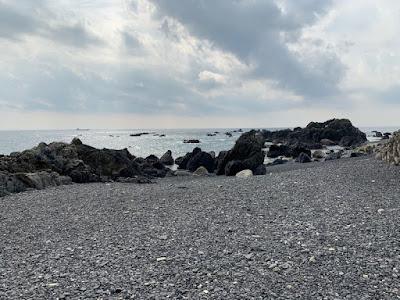 岩だらけの海岸