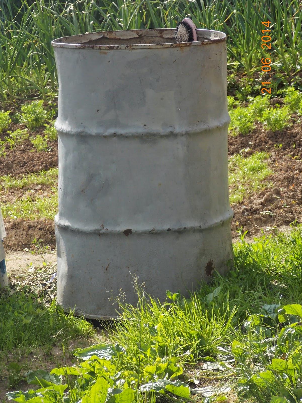 декор садовой бочки