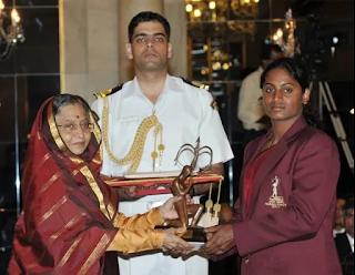 खेल मंत्रालय ने वर्ष 2011 की अर्जुन पुरस्कार विजेता वी तेजस्विनी बाई को 2 लाख रुपये की वित्तीय सहायता को मंजूरी दी