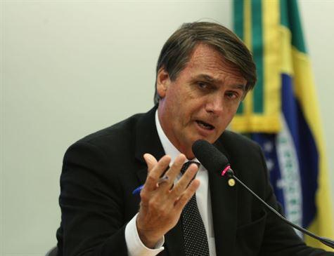 Duvido que queriam ser atendidos por cubanos, diz Bolsonaro a jornalistas
