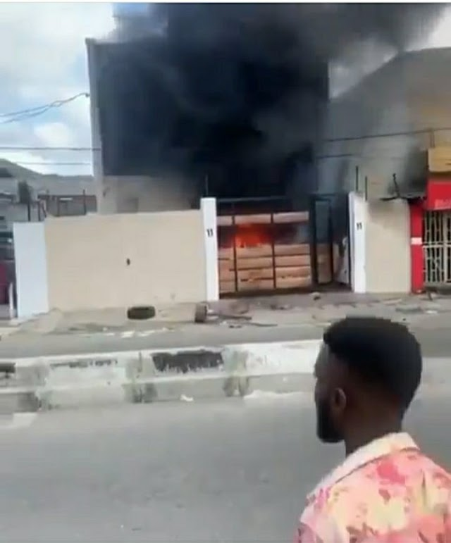 Mob burns down Lagos Governor Sanwo-Olu's family home on Lagos Island