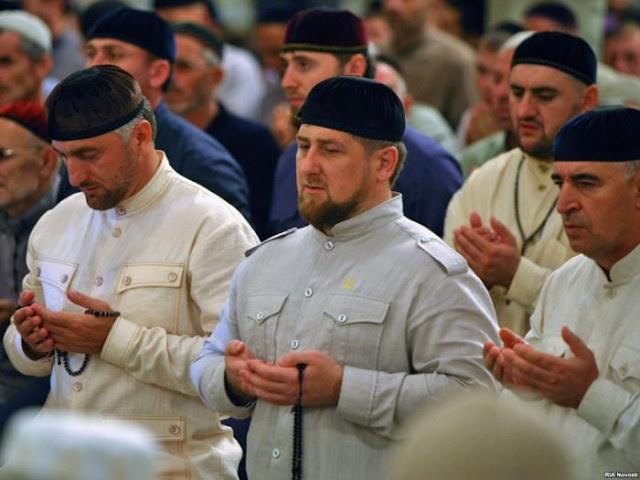 Polisi dan Tentara Hrus Shalat Shubuh Berjamaah di Masjid