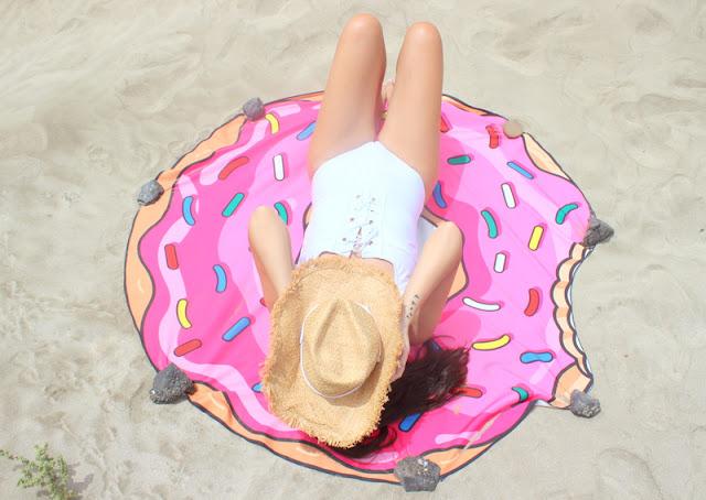 Rosegal_: _Toalla_Donut_para_la_playa_y_Sombrero_Cowboy_The_Pink_Graff_01