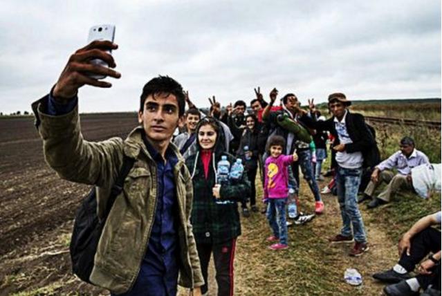 Αποτέλεσμα εικόνας για μετρητά στους λαθρομετανάστες