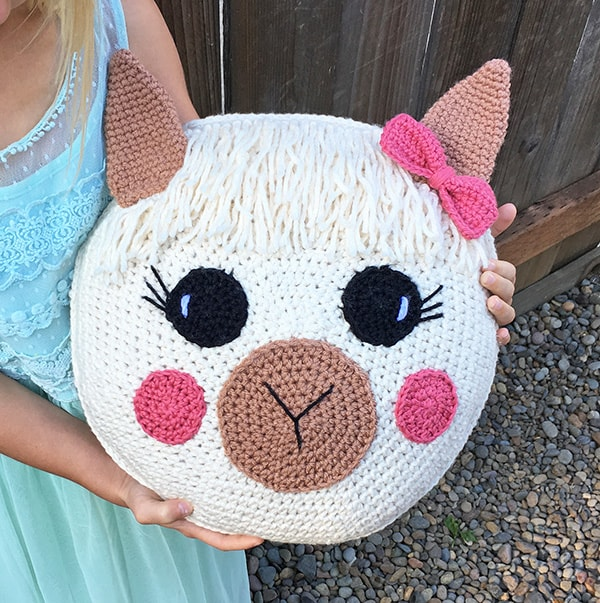 How to Add Faces to Your Amigurumi: Sleepy Eyes | Squirrel Picnic | 603x600