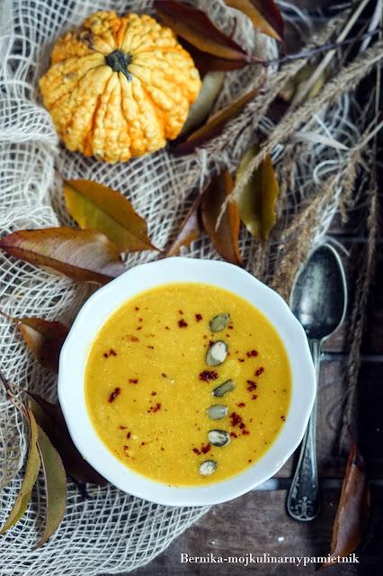 dynia, zupa, krem, curry, mleczko kokosowe, obiad, bernika, kulinarny pamietnik