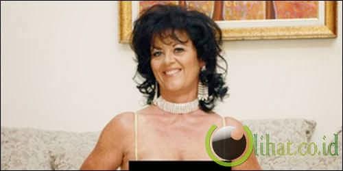 De Bella, 57 tahun