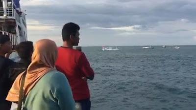 Video Detik-Detik Kapal Nelayan Tenggelam di Bajoe