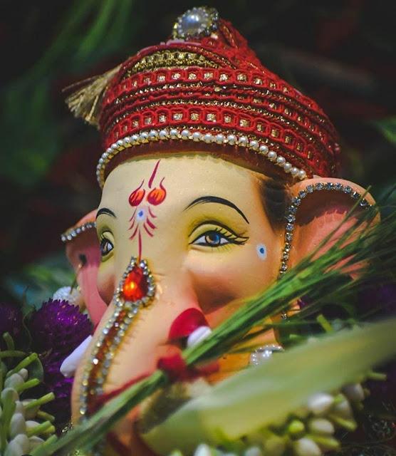 Ganpati all aarti - Ganesh all aarti lyrics in marathi, English