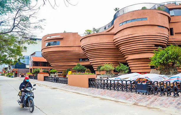 Hình chụp thực tế cổng ngoài của công trình bảo tàng gốm Bát Tràng