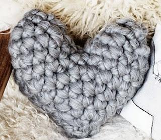 http://translate.googleusercontent.com/translate_c?depth=1&hl=es&rurl=translate.google.es&sl=auto&tl=es&u=http://www.lebenslustiger.com/serendipity/archives/497-Easy-Chunky-Crochet-Heart-Pillow.html&usg=ALkJrhgUs5zg3etks-gqKoXLrUmArjIzVQ