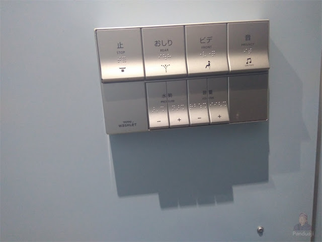 Tombol di WC Jepang