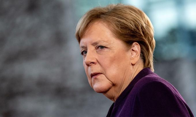 """Covid, Merkel: """"Dobbiamo fermare l'aumento esponenziale dei contagi"""""""