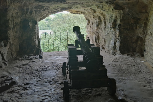 Canon inside the Casemates du bock