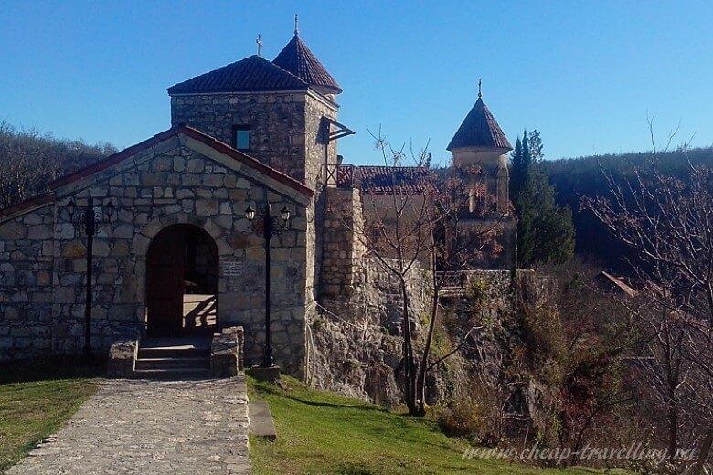 Вход в монастырь Моцамета