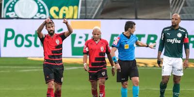 Com dois golaços, Atlético fica no empate com o Palmeiras