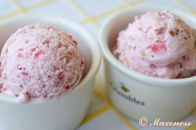 Клубничное мороженое с солёными фисташками