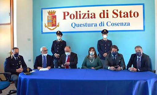"""Calabria: Operazione """"Kossa"""". Con la forza dell'intimidazione, 'ndranghetisti subentravano nella gestione delle aziende [VIDEO+NOMI]"""