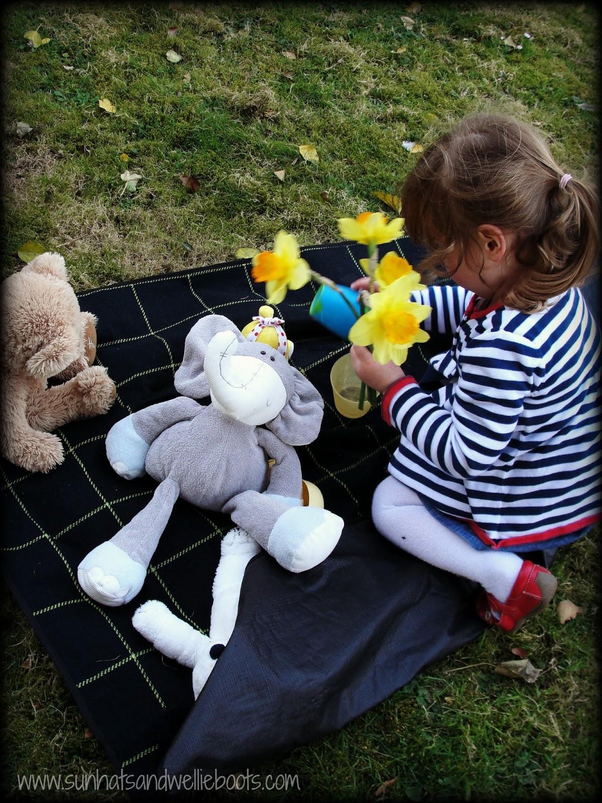 Sun Hats & Wellie Boots: 50 Outdoor Activities For Kids