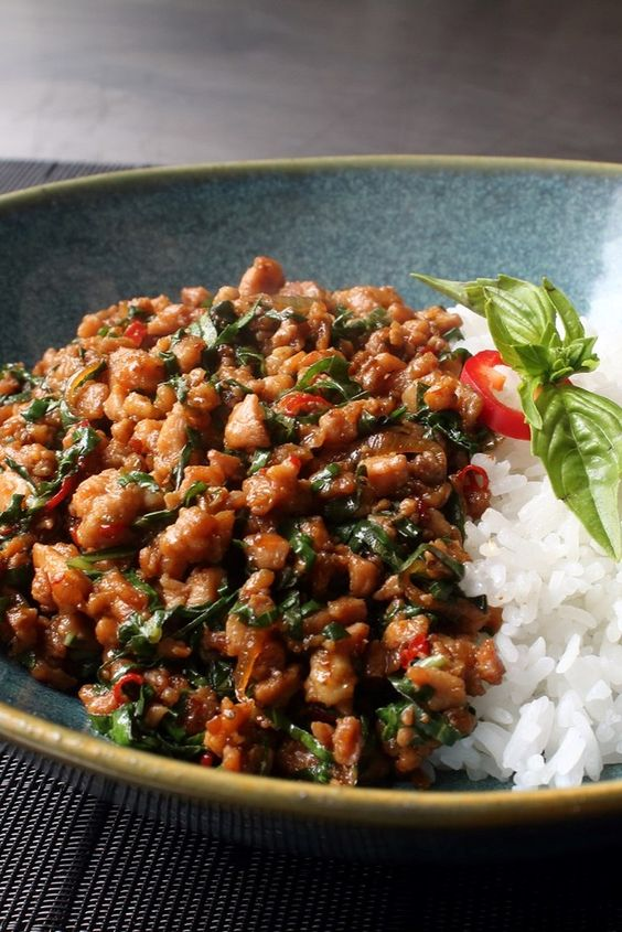 Spicy Thai Basil Chicken (Pad Krapow Gai) #recipes #chineserecipes #food #foodporn #healthy #yummy #instafood #foodie #delicious #dinner #breakfast #dessert #lunch #vegan #cake #eatclean #homemade #diet #healthyfood #cleaneating #foodstagram