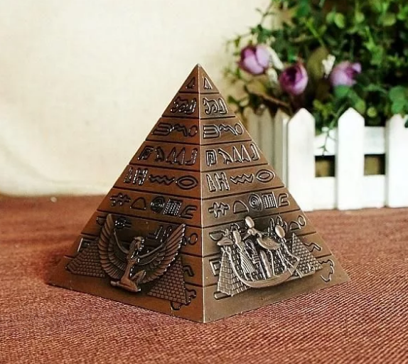 пирамида из картона