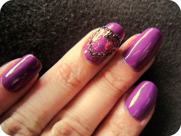concrete and nail polish chain