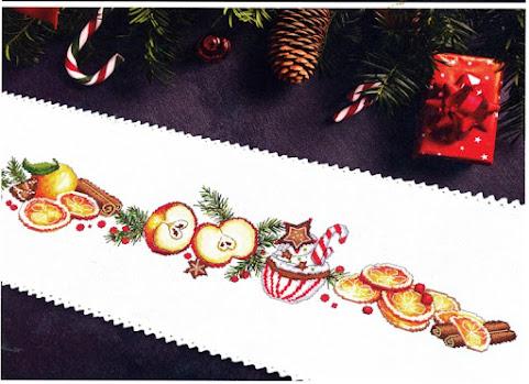 schema punto croce Runner natale con mele , fette arancia. caramelle e bastoncini di cannschema punto croce Runner natale con mele , fette arancia. caramelle e bastoncini di cannella