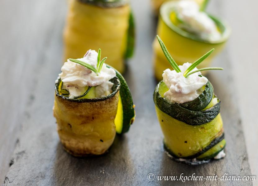 Zucchiniröllchen mit Frischkäsefüllung