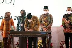 Pemkot Surabaya Terima Penghargaan Pembangunan Daerah Terbaik Tahun 2021