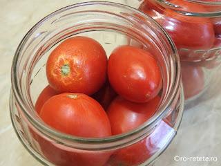 Rosii la borcan pentru iarna reteta conserva naturala de casa cu roșii intregi la borcane fierte in sos tomat de bulion retete,