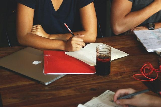 خطة لتعلم اللغة الانجليزية في المنزل