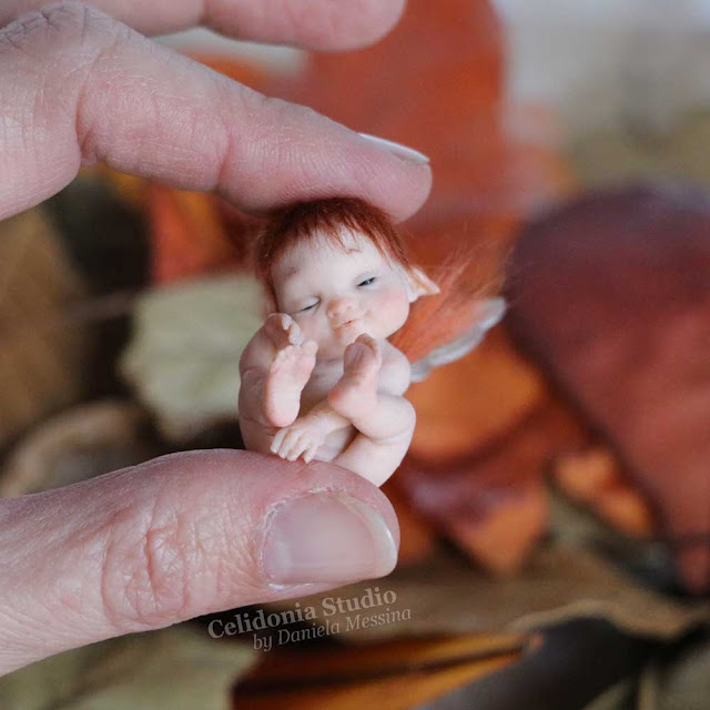 mini art walnut elf scultura in polymer clay