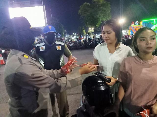 Selama PPKM Mikro, Satgas COVID-19 Kabupaten Batang Gencar Lakukan Operasi Yustisi dan Bagikan Masker Gratis
