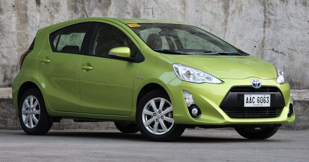 review 2016 toyota prius c full option philippine car news car reviews prices carguide ph. Black Bedroom Furniture Sets. Home Design Ideas