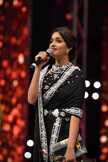 Keerthy Suresh in Black Saree Giving Speech at SIIMA Awards 2019
