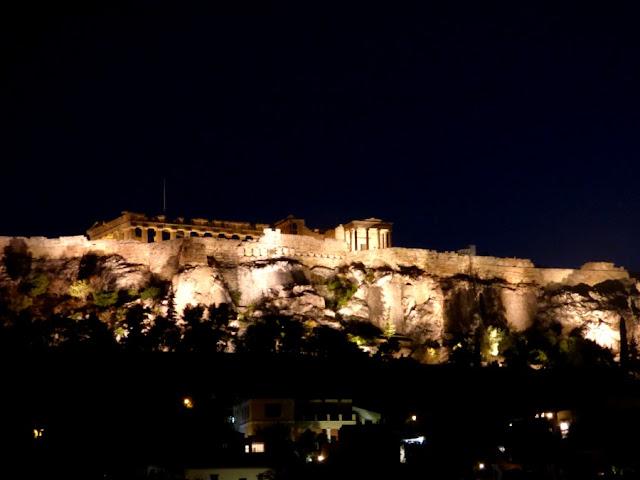 vista de la acrópolis nocturna
